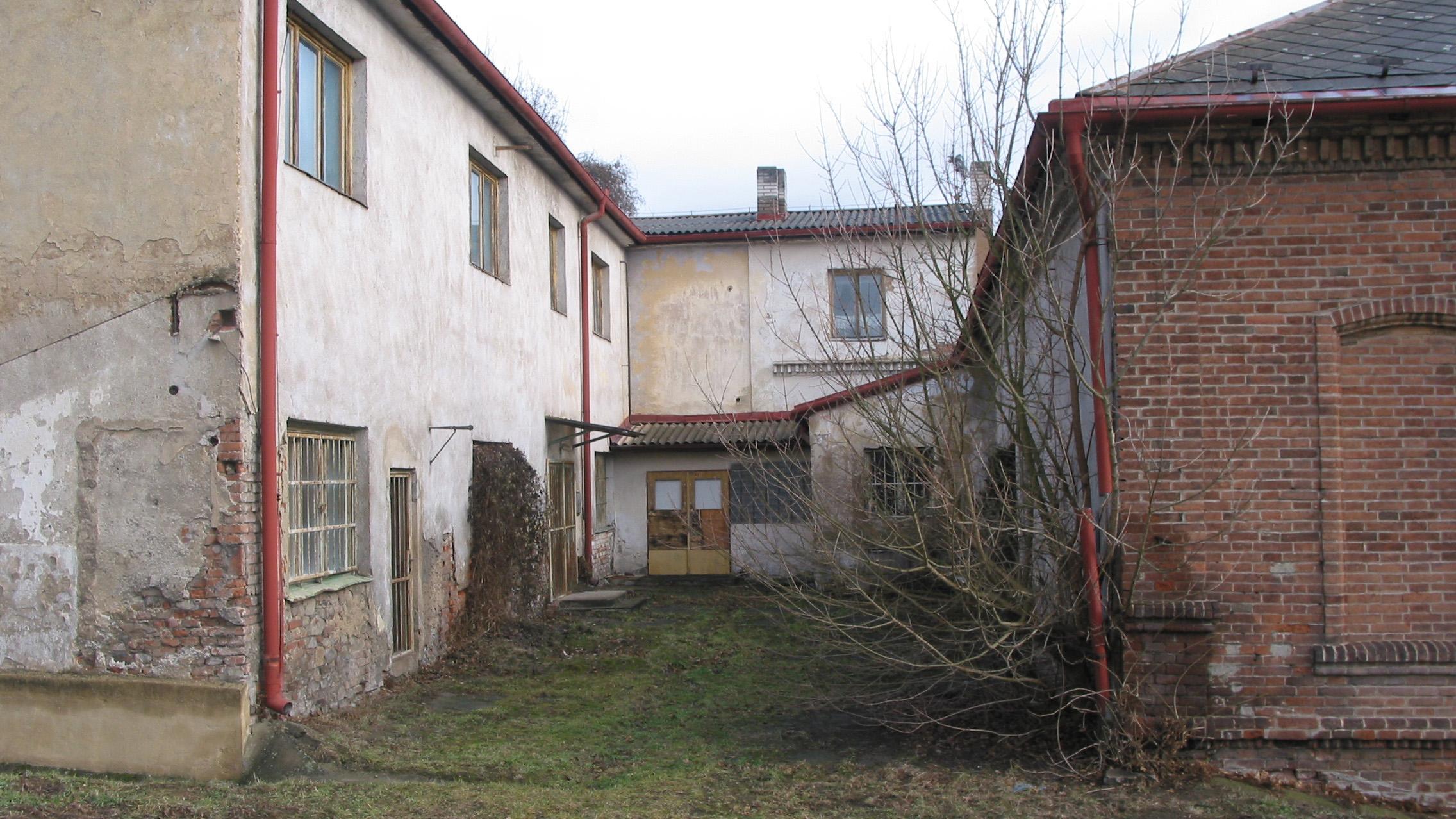 administrativa budova vstup stary