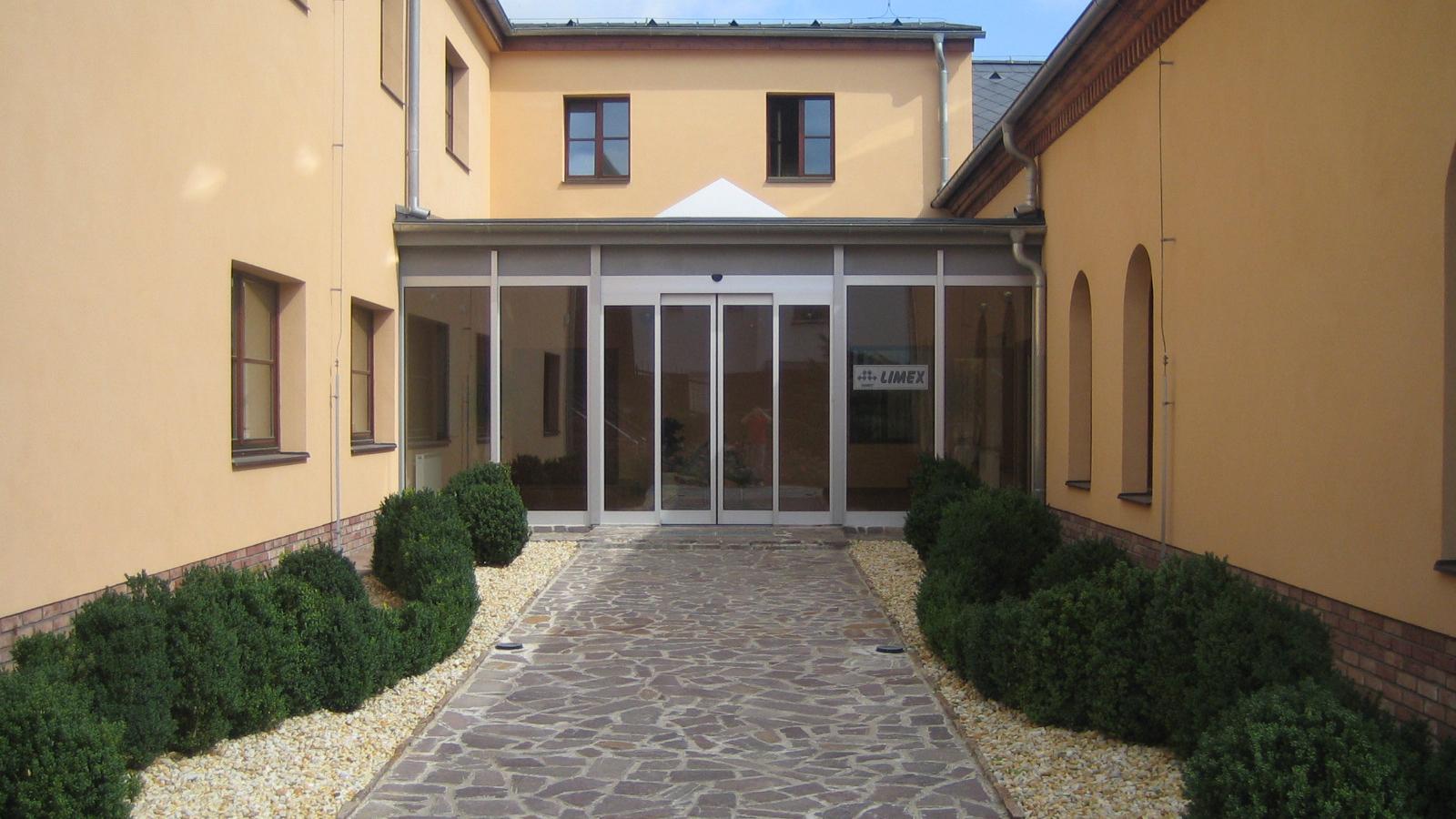 administrativa budova vstup